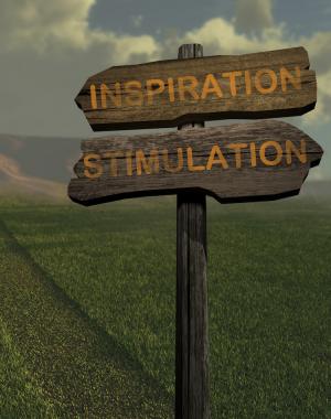 Skilt med teksten inspiration og stimulation i grønt landskab